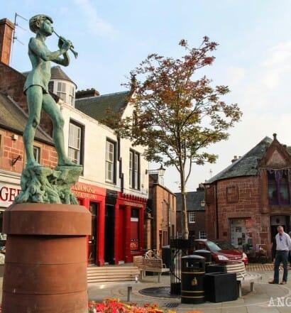 Visitar Kirriemuir Escocia Barrie y Peter Pan